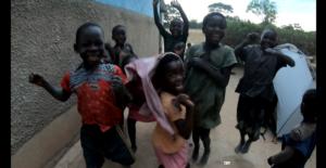 アフリカの子供達に歓迎されて野宿した日。