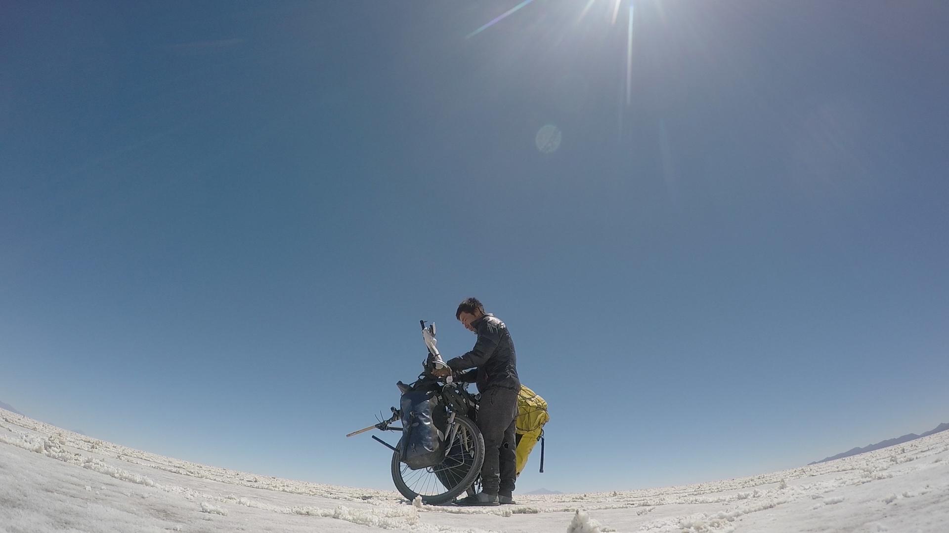 ウユニ塩湖から生放送した様子