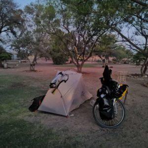 ガオオオ……サファリ近くでキャンプ。[閲覧注意]