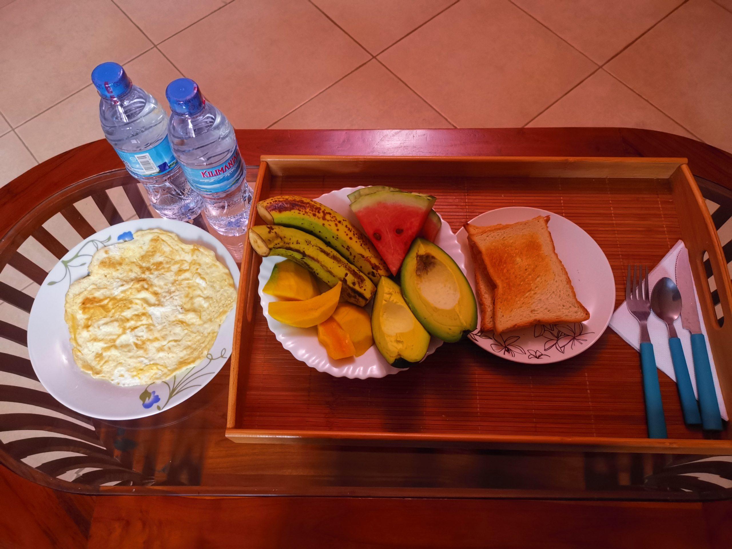 昨日と同じメニューの朝食